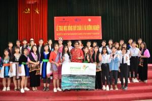 Lễ trao học bổng cho 75 em nữ sinh và định hướng nghề cho học sinh THPT huyện Điện Biên Đông