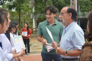 60 nữ sinh THPT Cao Bằng nhận HB Quỹ Châu Á nguồn từ Quỹ Mark and Thủy Barnett